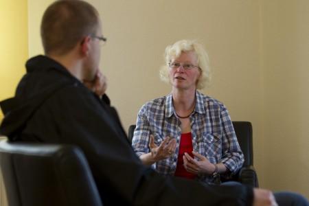 Therapeutin und Patient im Gespräch